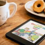 Tablet con la copertina del primo volume di Covid-19 abc su un tavolo con tè e biscotti